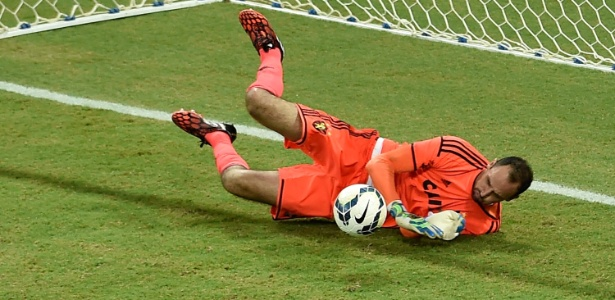 Goleiro Magrão completa, nesta quarta, 700 jogos com a camisa do Sport