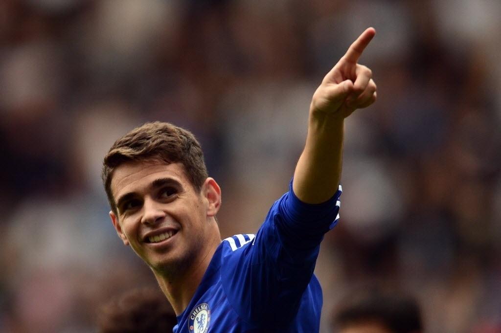 Oscar celebra gol feito na partida do Chelsea contra o Aston Villa