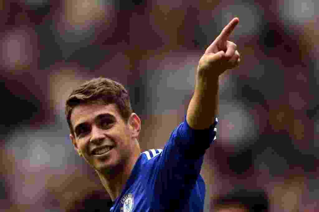 Oscar celebra gol feito na partida do Chelsea contra o Aston Villa - AFP
