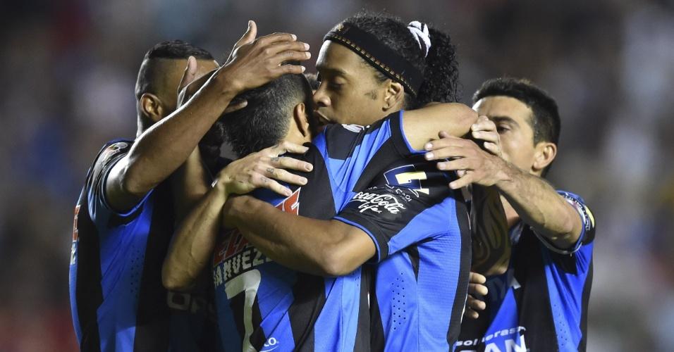 Ronaldinho comemora gol do Queretaro na partida contra o Toluca