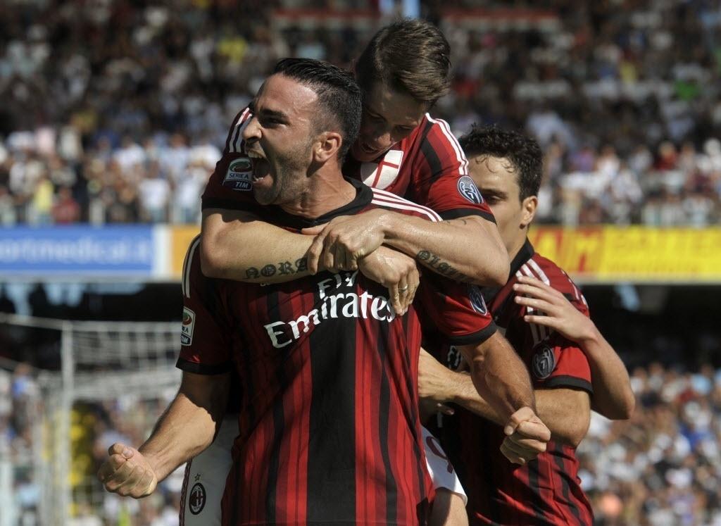 Adil Rami celebra gol do Milan, que ficou no empate contra o Cesena, pelo Campeonato Italiano