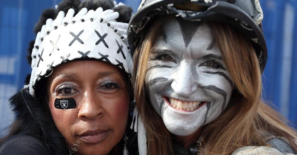 Jogo entre Oakland Raider e Miami Dolphins reúne esquisitices em Londres, onde a partida foi realizada. Animados com a visita do futebol americano, londrinos deixaram a sisudez de lado e se vestiram de acordo com a ocasião: Quase como em uma festa de Halloween