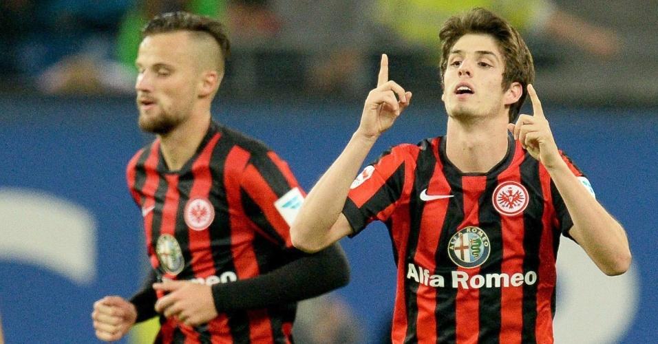 Lucas Piazon, atacante do Eintracht Frankfurt, comemora o gol marcado contra o Hamburgo, pelo Campeonato Alemão