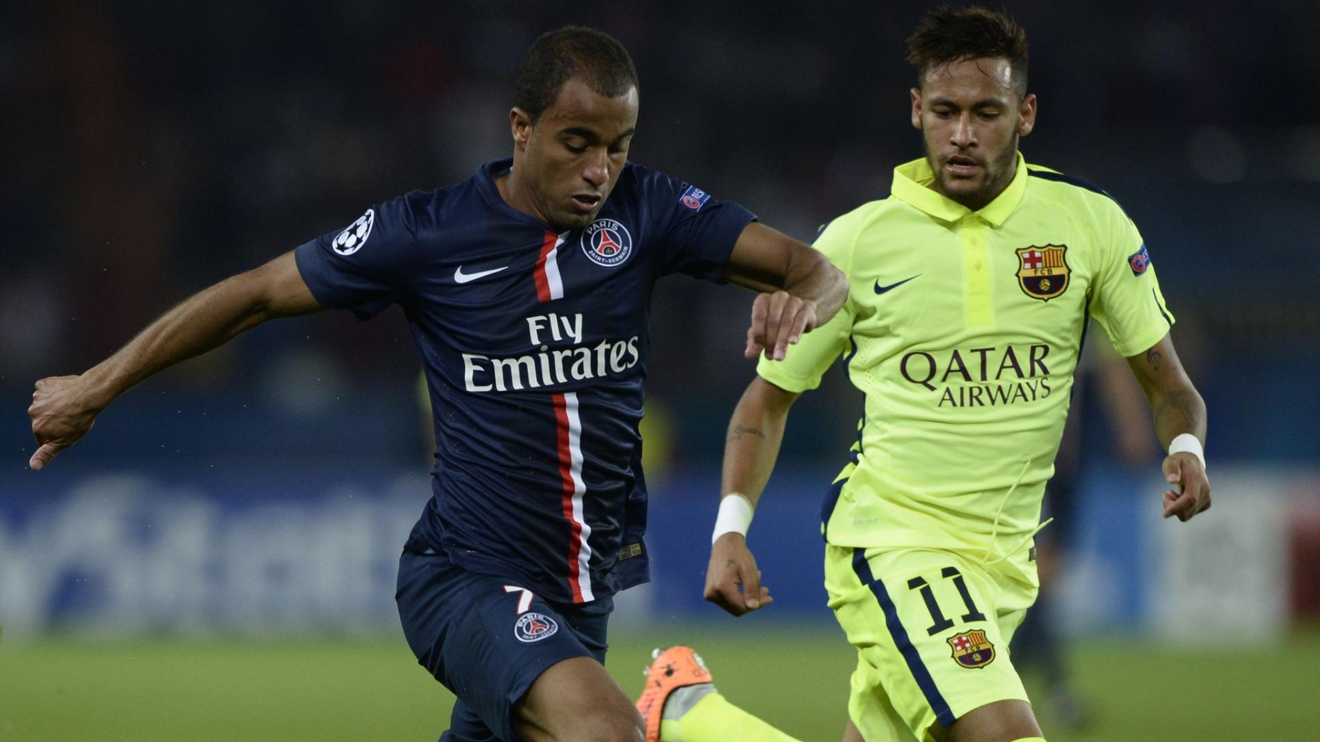 Lucas tenta escapar da marcação de Neymar