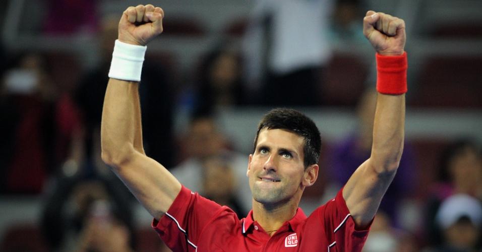 01. out. 2014 - Djokovic comemora vitória sobre Pospisil, no Aberto da China