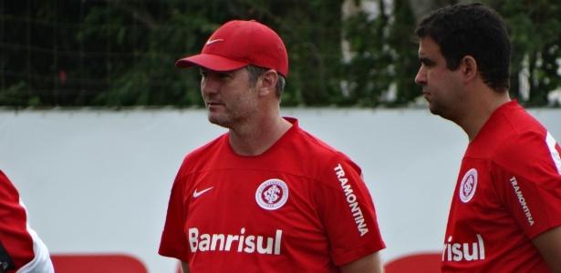 Odair Hellmann (centro) será o técnico do Internacional contra o Palmeiras, quarta