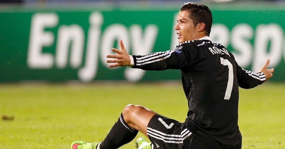 Cristiano Ronaldo reclama durante o jogo do Real Madrid na Liga dos Campeões