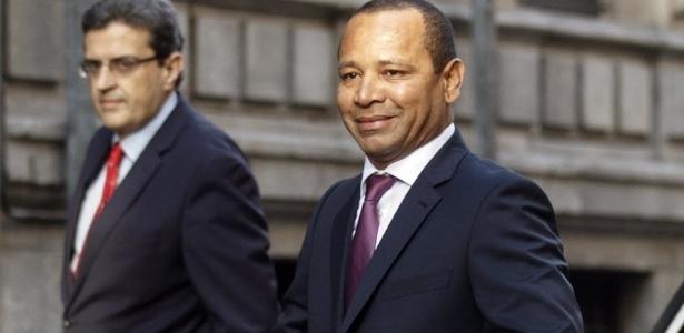 Neymar pai ofereceu R$ 1,2 milhão, mas Santos pode ganhar até R$ 16 milhões - AFP