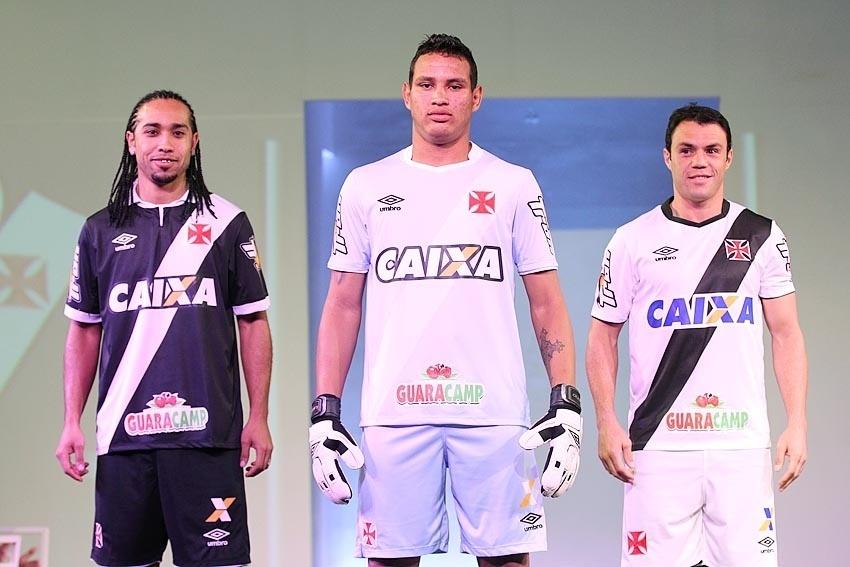 Vasco lança uniforme em noite pomposa e com Everton Costa de modelo -  02 10 2014 - UOL Esporte aadbb583ecf33