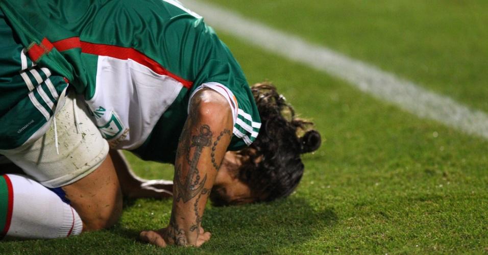 Valdivia sofre com dores após dividida em jogo contra a Chapecoense