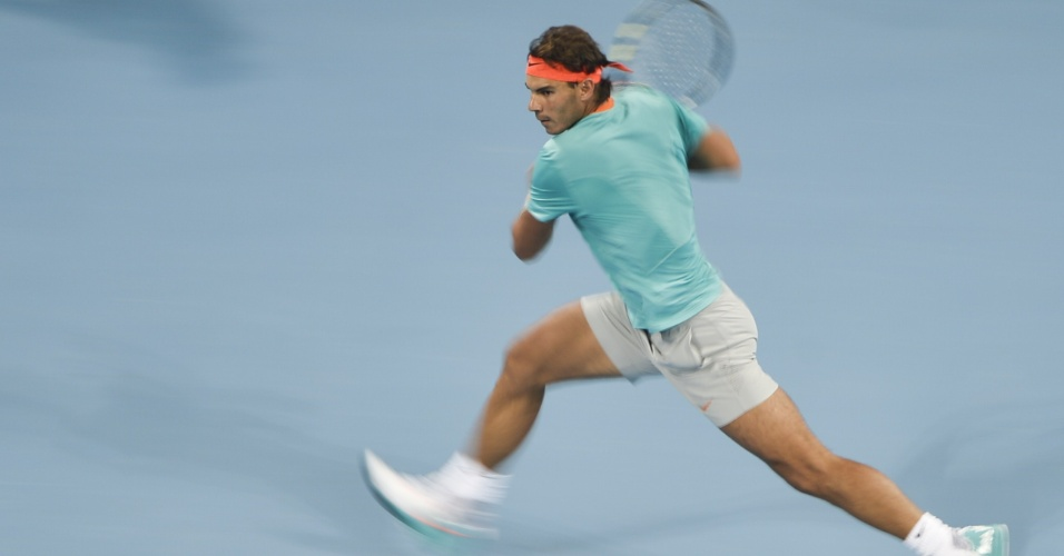 03. out. 2014 - Rafael Nadal rebate bola contra Martin Klizan, no Aberto da China