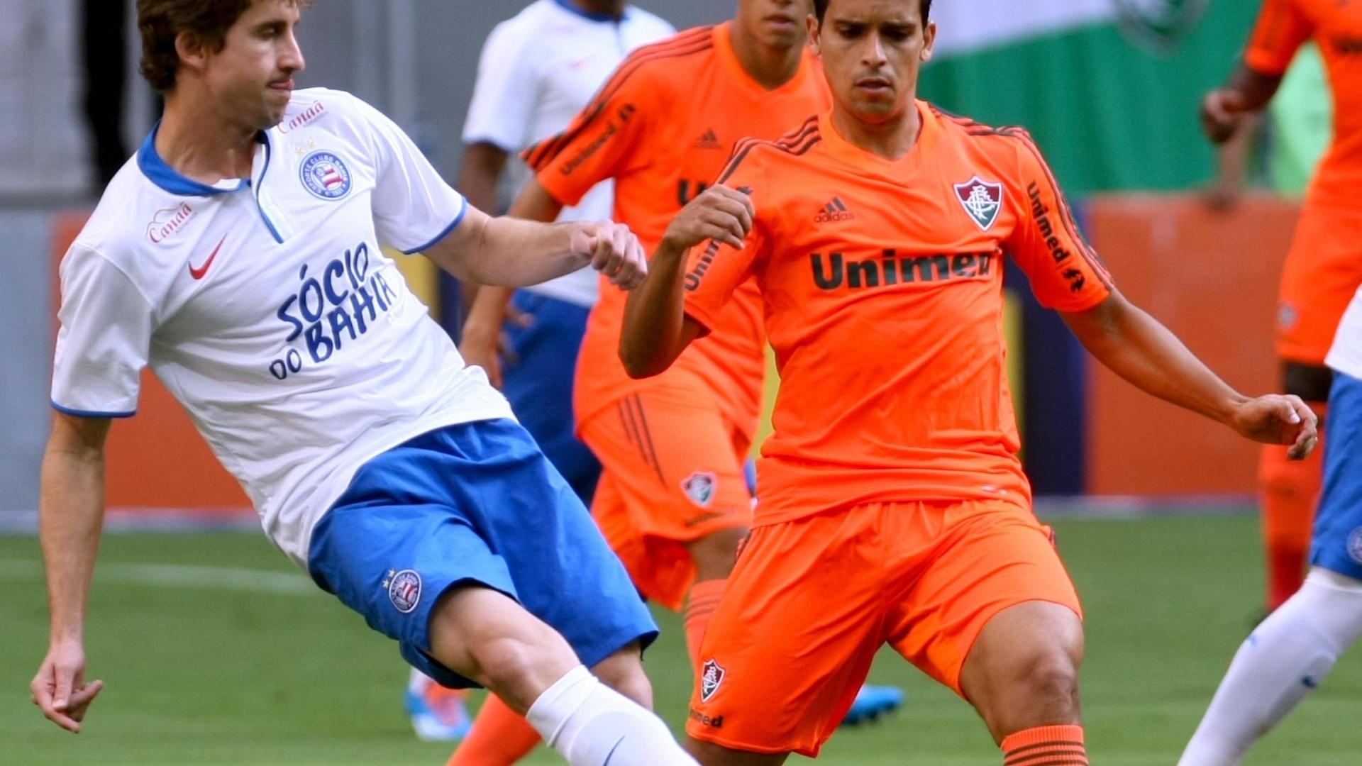 04.out.2014 - Jean observa ataque de Rafael Miranda para o Bahia