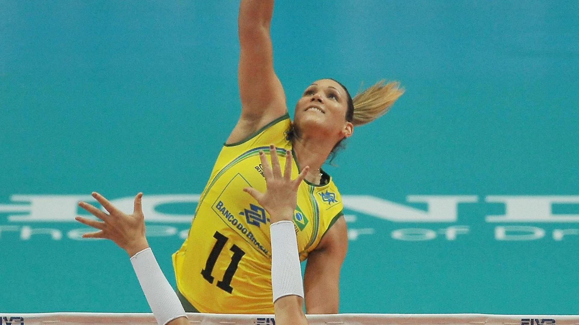 Tandara ataca em busca de ponto para o Brasil