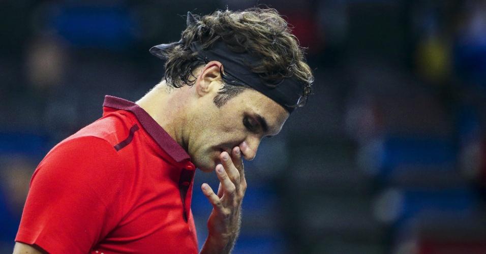 Federer se lamenta durante jogo contra Leonardo Mayer