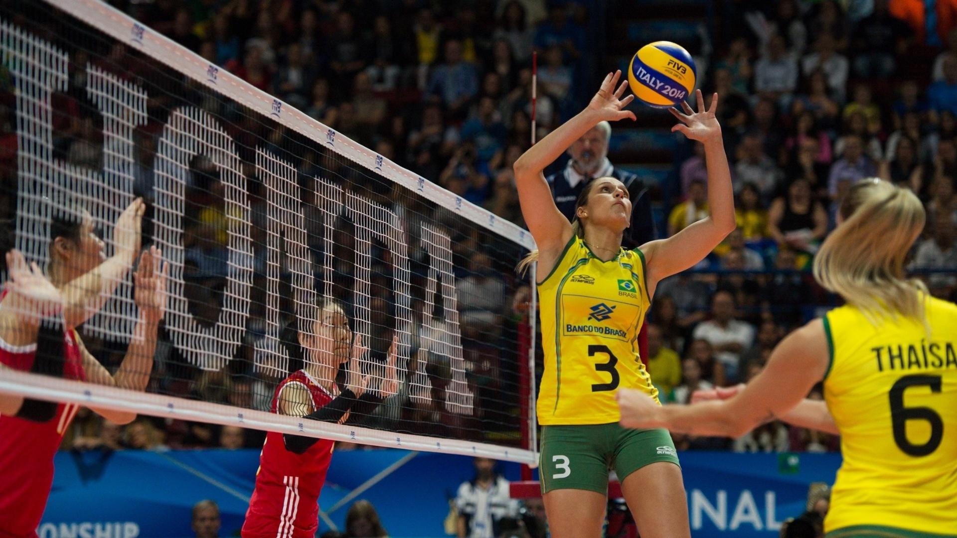 Um dos destaques desta quarta-feira, Dani Lins faz o levantamento para o ataque brasileiro