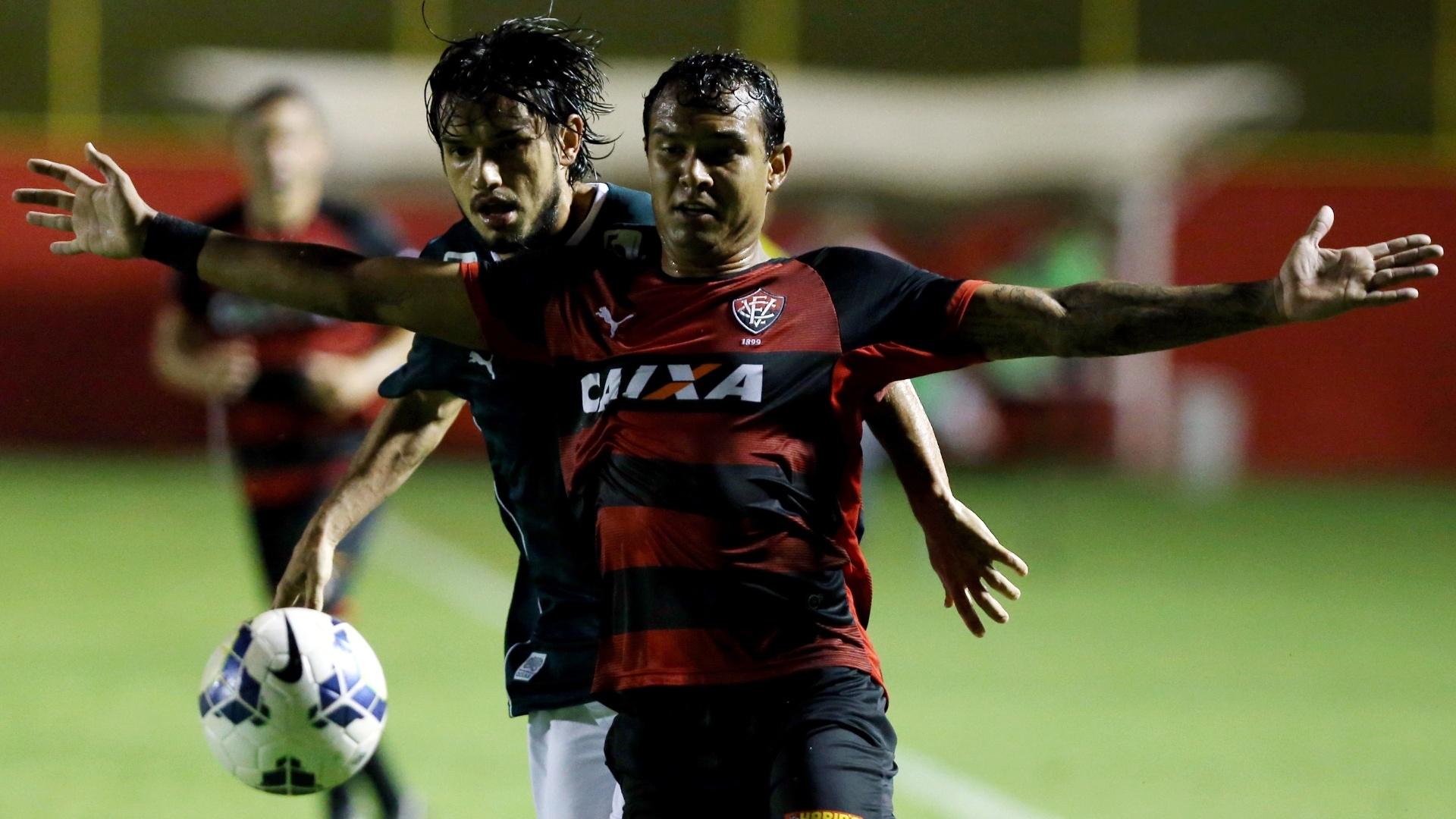 Vinicius reclama com arbitragem em jogo contra o Goiás