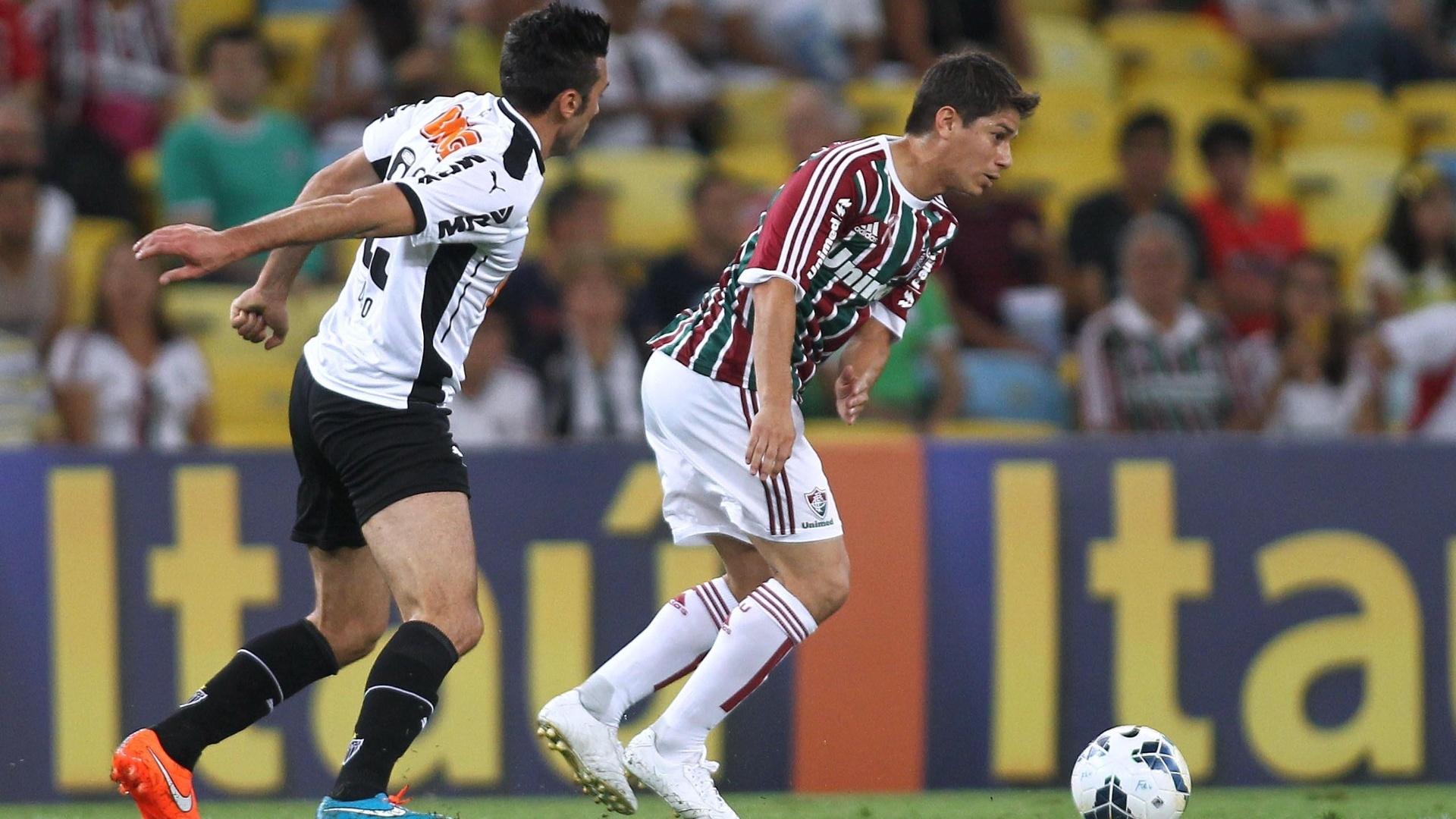 Conca prepara jogada em partida contra o Atlético-MG