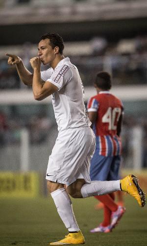 Leandro Damião abriu o placar para o Santos contra o Bahia