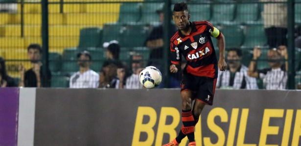 Lateral permanece no clube de Blumenau até o final do Campeonato Catarinense