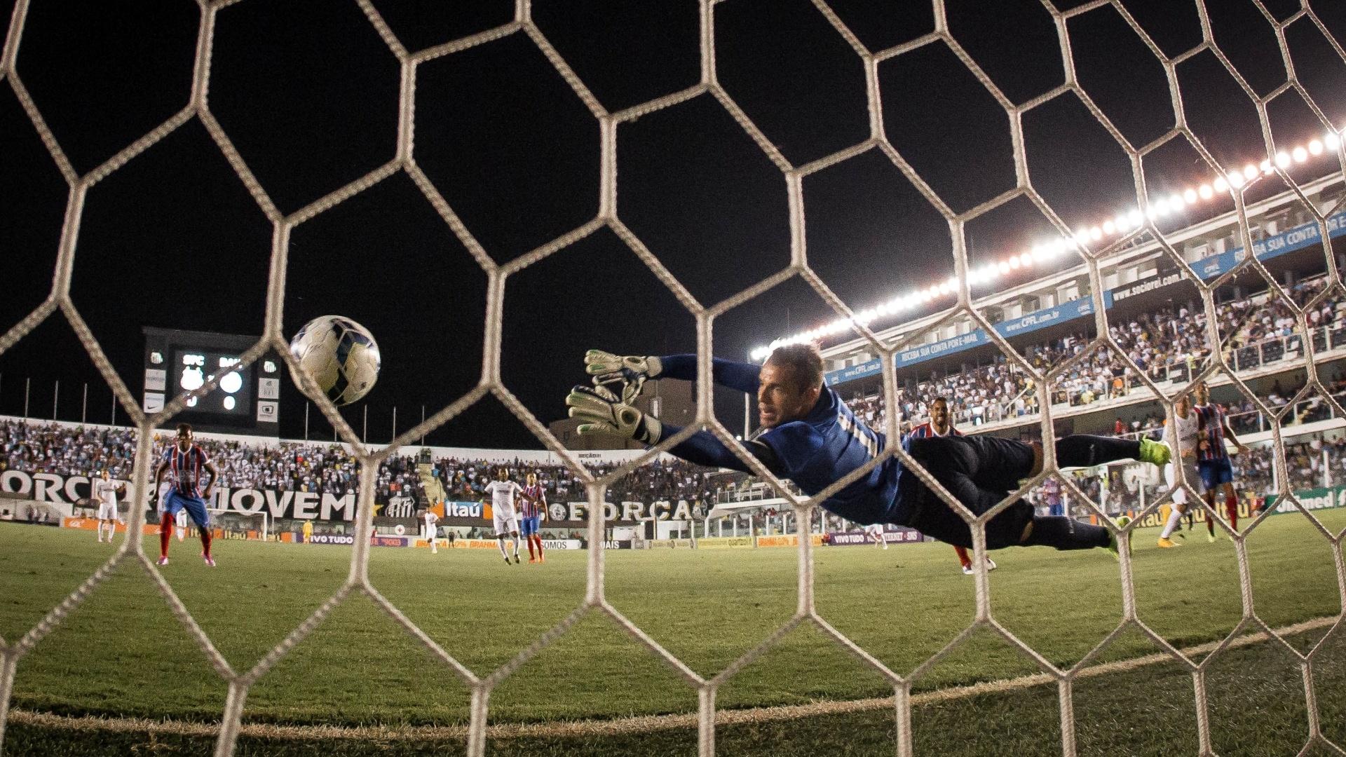 Marcelo Lomba se estica, mas não evita gol de Leandro Damião após cabeçada