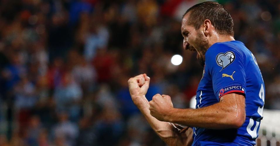 Chiellini festeja gol pela seleção italiana