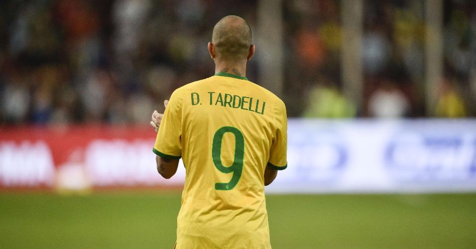 Diego Tardelli, atacante da seleção brasileira, comemora os dois gols marcados contra a Argentina no Superclássico das Américas