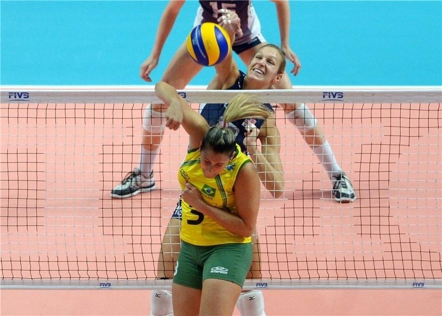 Estados Unidos fizeram 1 set a 0 contra o Brasil: 25 a 18. Segundo set também foi vencido pelas americanas