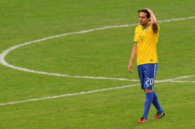Kaká, meia da seleção brasileira, em destaque durante a vitória do Brasil por 2 a 0 sobre a Argentina no Superclássico das Américas, disputado na China