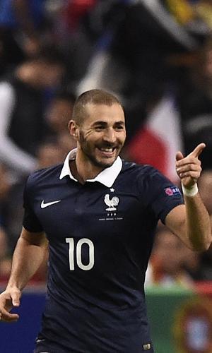 Karim Benzema, atacante da França, comemora gol marcado contra Portugal durante amistoso entre as duas seleções