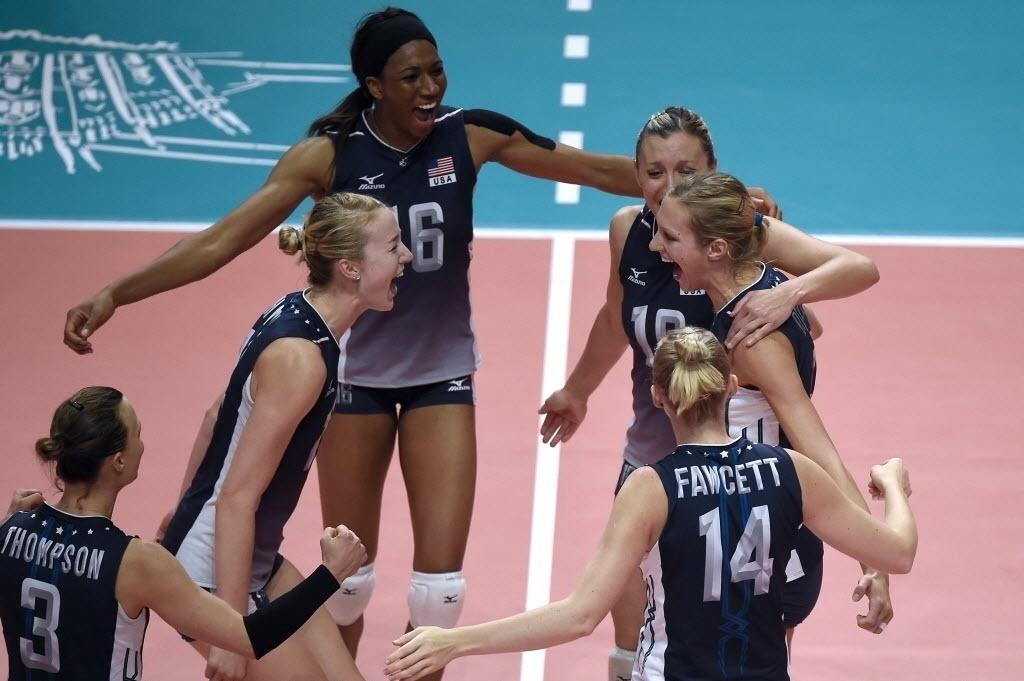 Norte-americanas foram superiores praticamente em toda a partida e venceram por 3 a 0. Apenas no segundo set o Brasil equilibou.