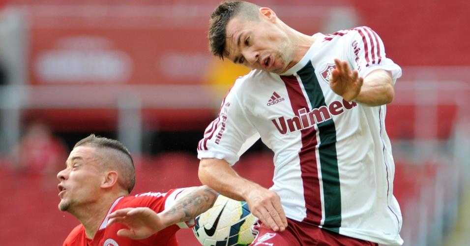 D'Alessandro e Wagner disputam bola pelo alto no Beira-Rio