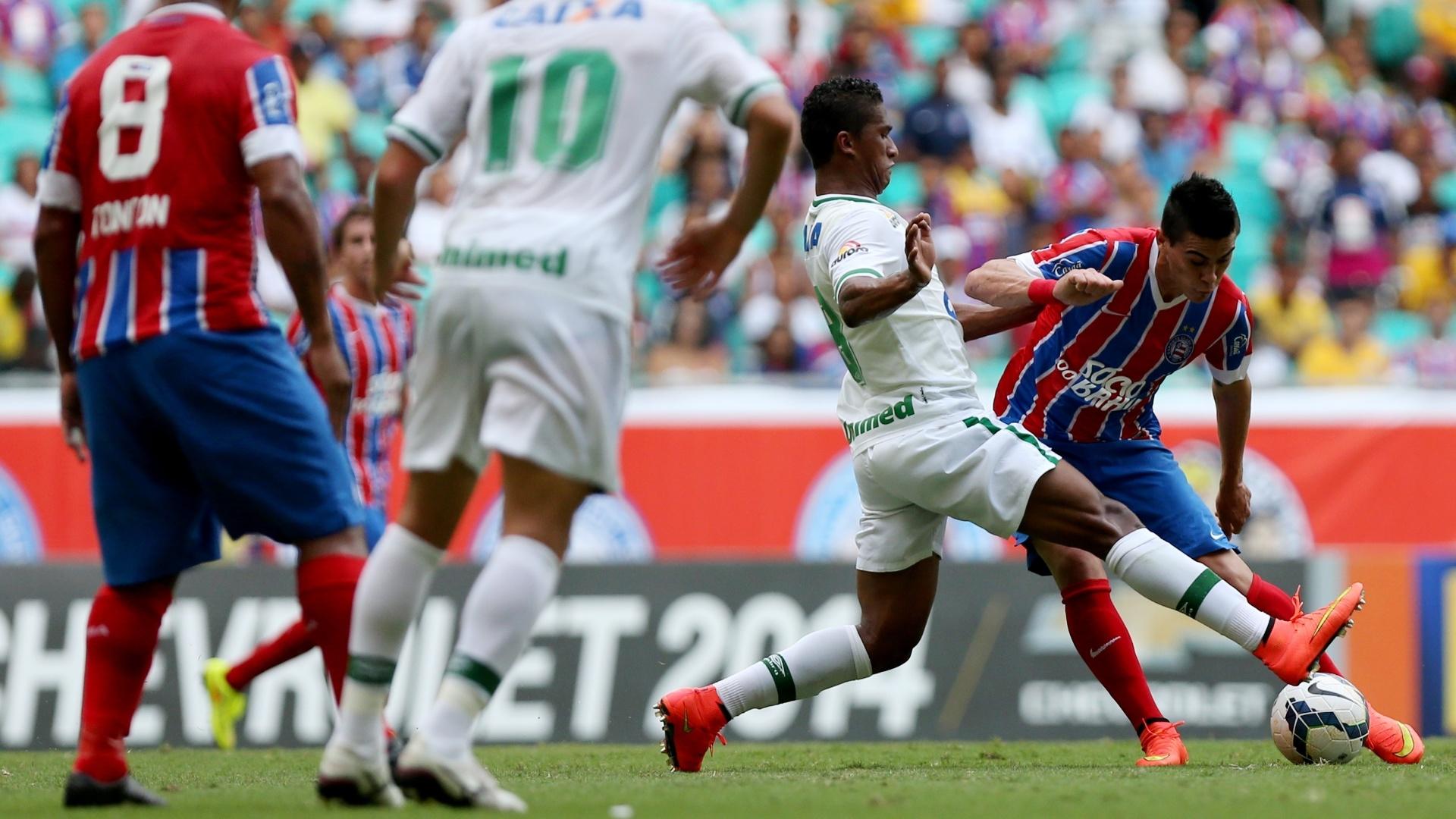 Emanuel, do Bahia, tenta completar passe contra a Chapecoense