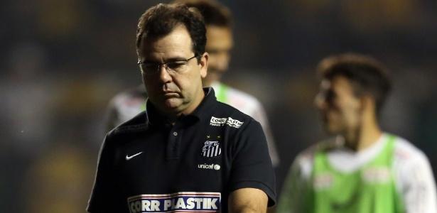 Enderson Moreira entrou em rota de colisão com os jovens do Santos no ano passado