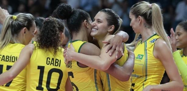 Jogadoras da seleção brasileira comemoram conquista da medalha de bronze no  Mundial de Vôlei 6d9164eaa5fc7