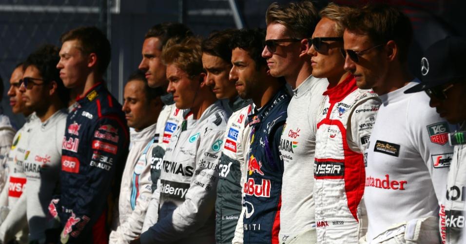 Pilotos prestam homenagem a Jules Bianchi antes da prova na Rússia (12/10/2014). Francês da Marussia está internado em estado grave