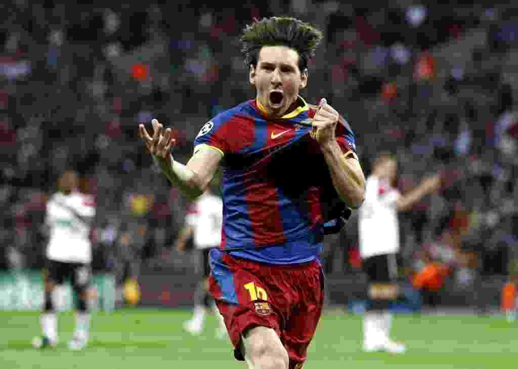 BICAMPEÃO EUROPEU - No palco mais famoso do futebol europeu, no estádio de Wembley em Londres, Messi conquistou a Liga dos Campeões da Europa pela segunda vez na cerreira (28 de maio de 2011). O argentino marcou um dos gols na vitória sobre o Manchester United por 3 a 1 - REUTERS/Eddie Keogh