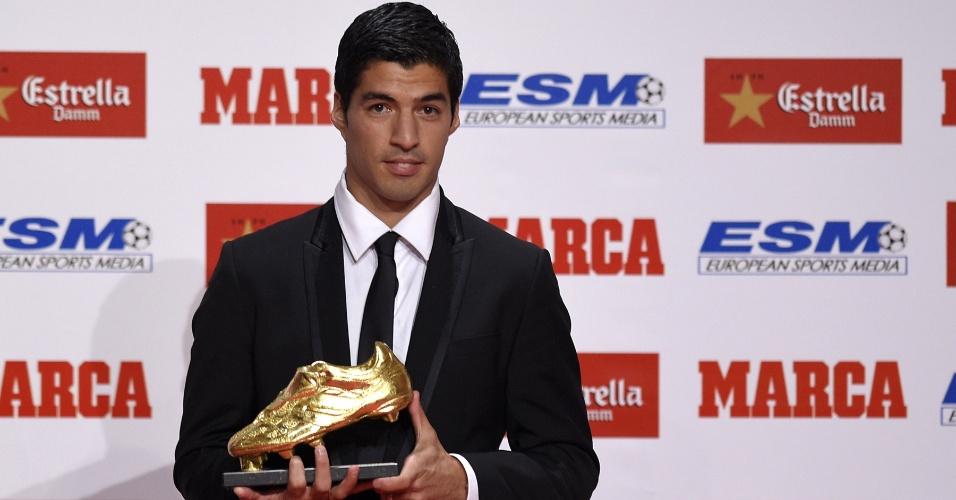 Luis Suárez recebe a chureira de ouro do jornal espanhol Marca por ter sido artilheiro da Europa