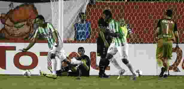 Vitória tem gol mal anulado 81c7a91374471