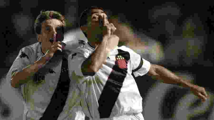 Romário e Juninho Paulista comemoram vitória do Vasco sobre o Palmeiras na final da Mercosul - REUTERS/Paulo Whitaker
