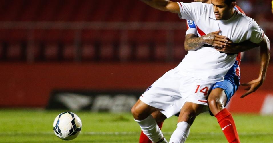 Alan Kardec tenta se livrar da marcação do Bahia