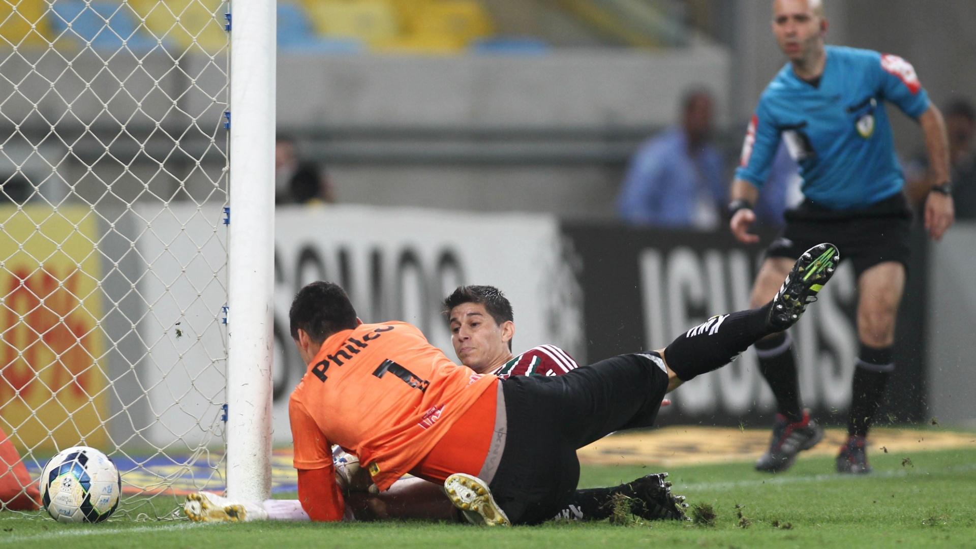 Conca divide com o goleiro Bruno para marcar