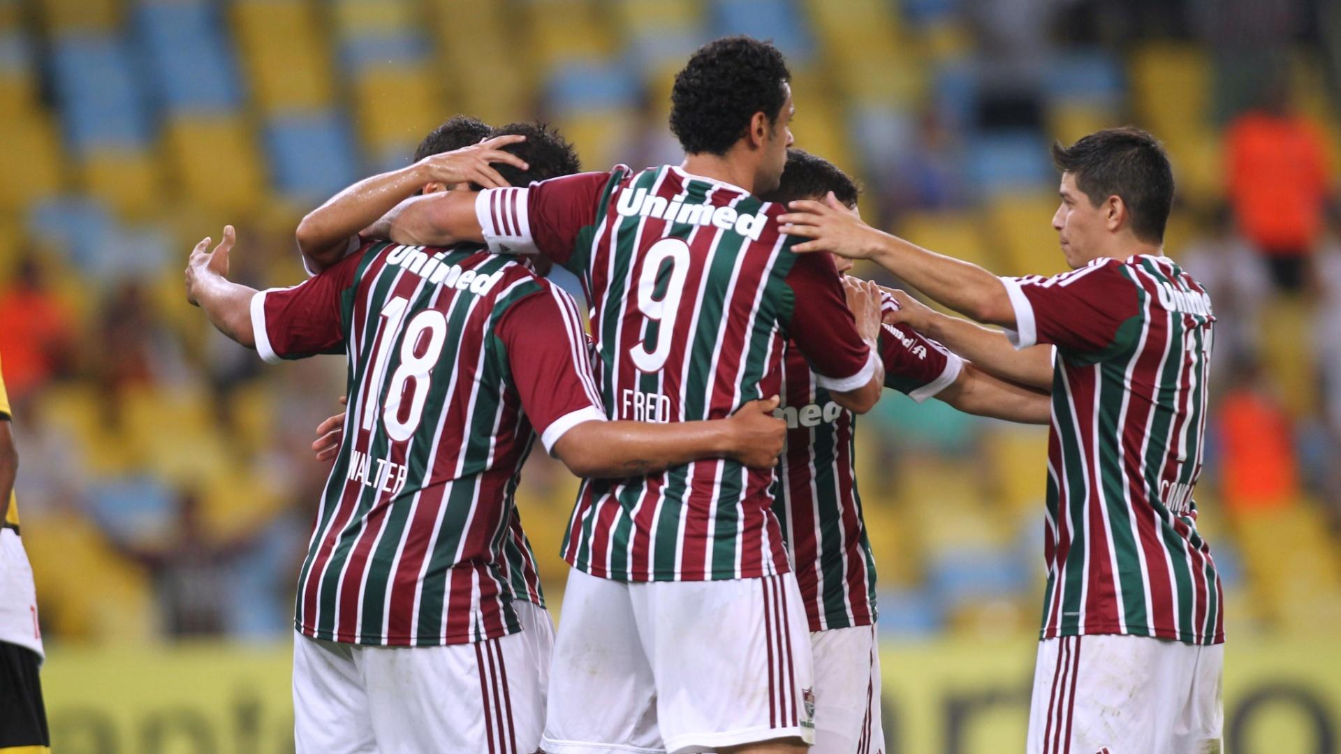 Jogadores do Fluminense comemoram gol contra o Criciúma