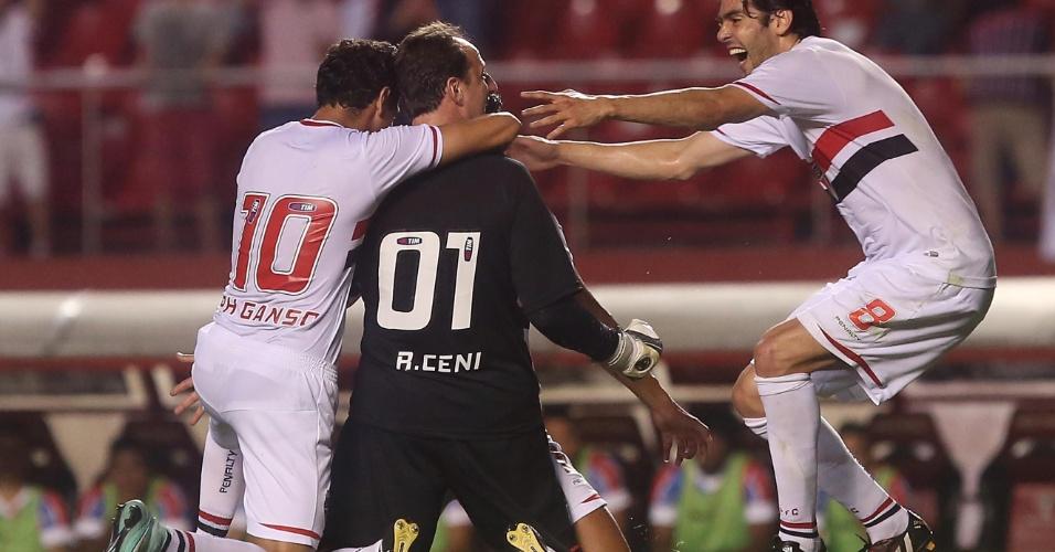 Rogério Ceni comemora gol de falta para o São Paulo contra o Bahia no Morumbi