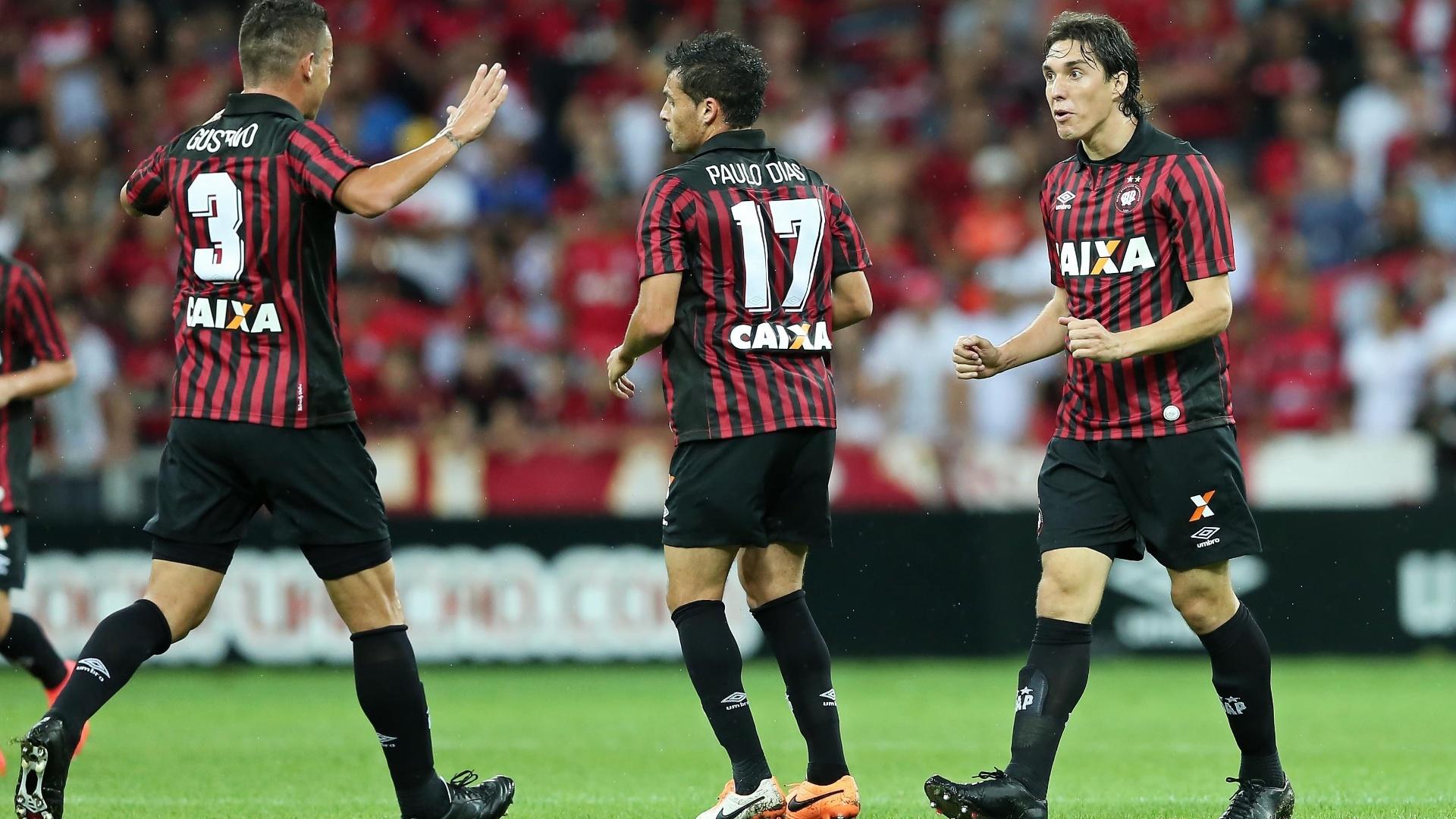 Cléo marcou dois gols e virou para o Atlético-PR na Arena da Baixada