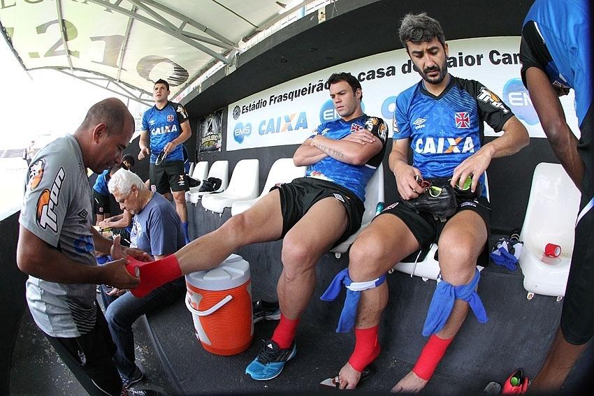 20 out. 2014 - Kleber e Douglas se preparam para treino do Vasco, realizado no Rio Grande do Norte
