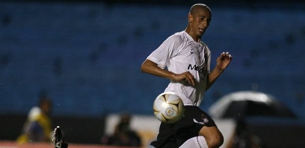 Acosta em ação pelo Corinthians, na Série B de 2008
