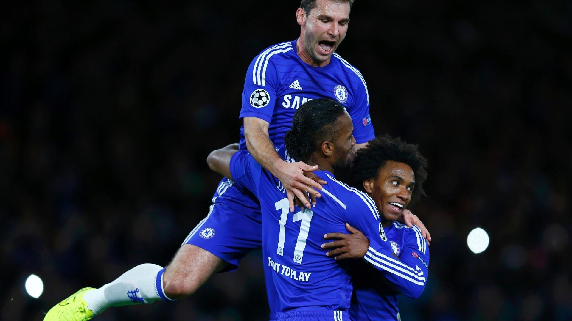 Drogba (centro), Ivanovic (alto) e Willian comemoram gol do Chelsea na Liga dos Campeões