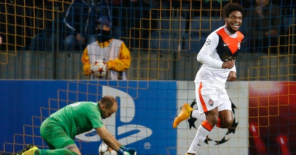 Luiz Adriano entrou para a história da Liga dos Campeões ao marcar quatro gols pelo Shakhtar