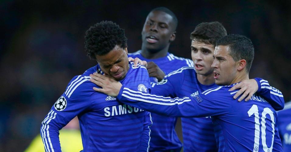 Remy sente dores e é consolado por Oscar e Hazard, do Chelsea, contra o Maribor