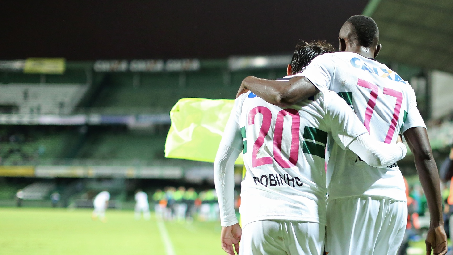 Joel, do Coritiba, comemora o seu gol contra o Botafogo, em jogo do pelo Campeonato Brasileiro
